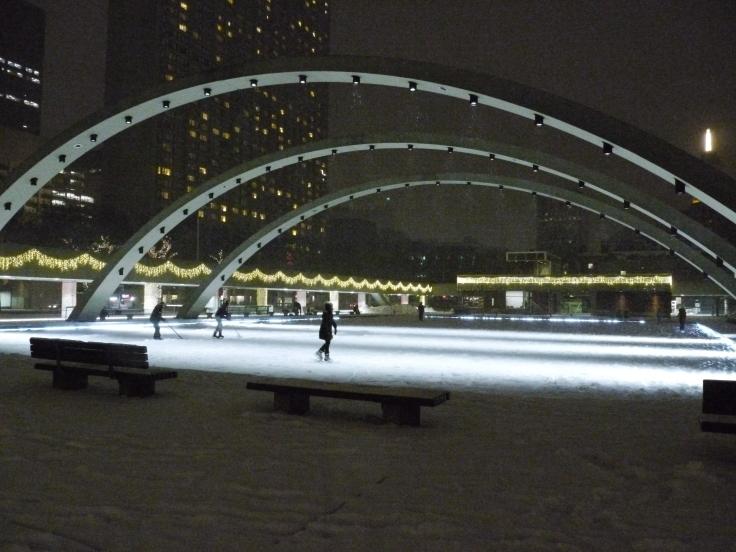 La patinoire, place de la mairie, n'était squattée que par d'irréductibles canadiens.
