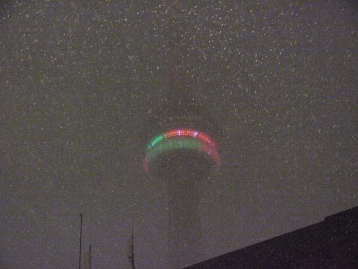 La CN Tower, elle, était quasiment invisible au milieu de la tempête.