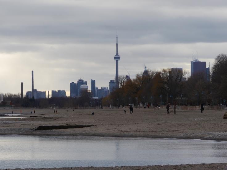 Les plages sont à une petite dizaine de kilomètres du centre ville.