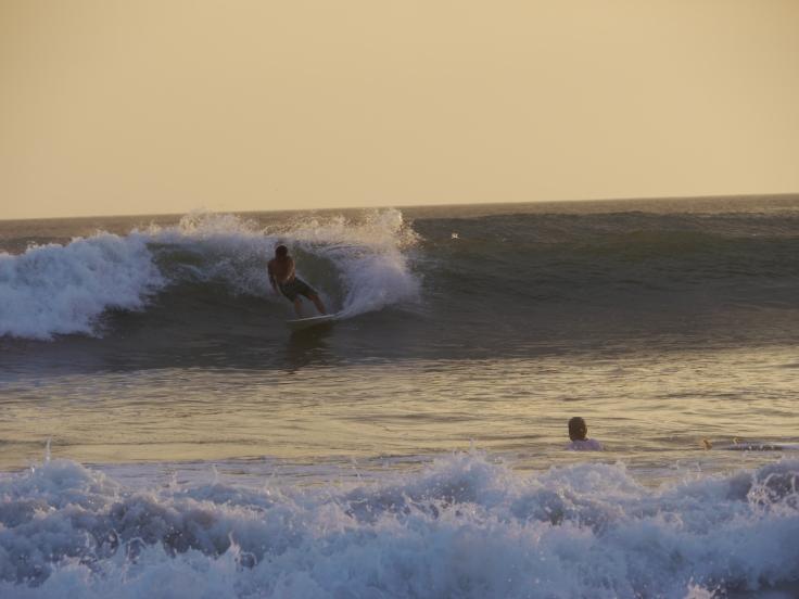 Les surfeurs, eux, s'éclatent