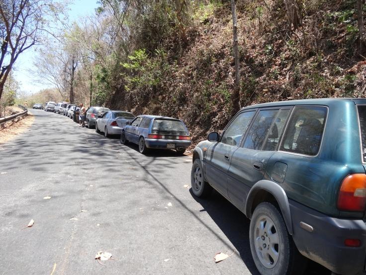 Impossible de voir la fin de la queue, nous sommes en pleine montagne sur une route étroite et tortueuse.