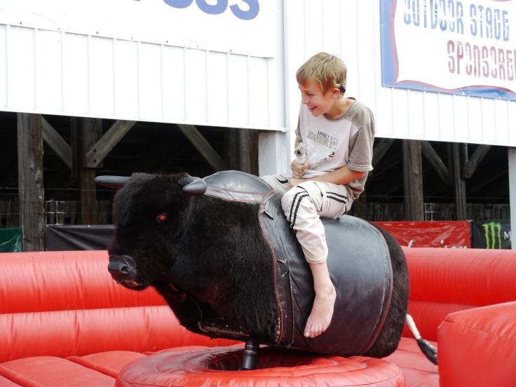 Les enfants peuvent aussi s'essayer à l'art du rodéo / Kids can also try the rodeo
