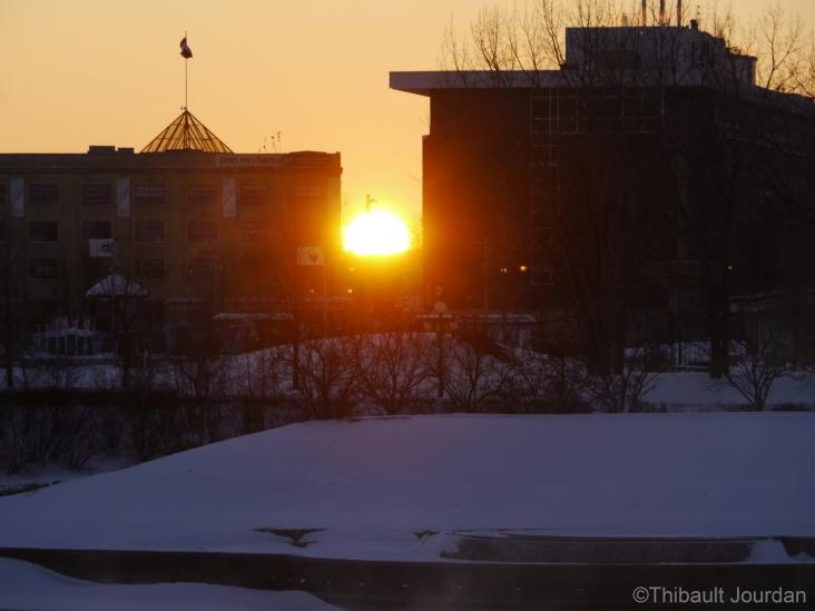 Malgré le froid, le soleil est toujours là pour nous pousser à sortir. Winnipeg est une ville très ensoleillée. / Despite the cold, the sun is always there to push us out. Winnipeg is a very sunny city.
