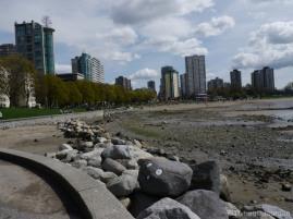 Les immeubles sont au bord de la plage