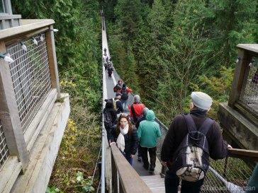 Le pont est long de 137 mètres.