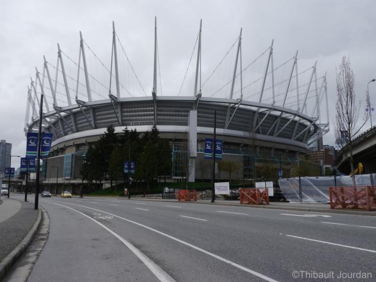 Le Stadium semble assez énorme depuis l'extérieur.