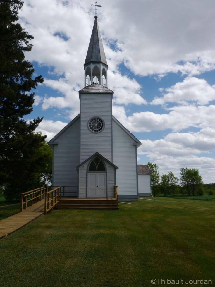 L'église Sainte-Thérèse est le point d'intérêt principal du village / Sainte-Thérèse church is the main attraction