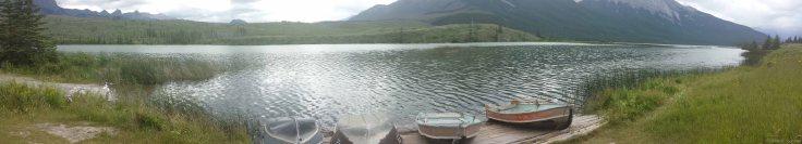 Plusieurs lacs valent aussi le coup d'oeil sur la route entre Jasper et Hinton.