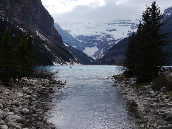 Passé à Lake Louise quelques semaines avant le voyage en été, la neige était encore bien présente et le soleil absent.