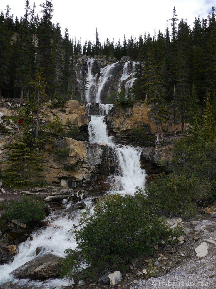 Certaines cascades sont au bord de la route.