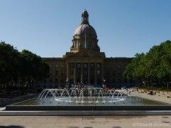 Le parterre devant le Palais renforce le côté majestueux de l'édifice.