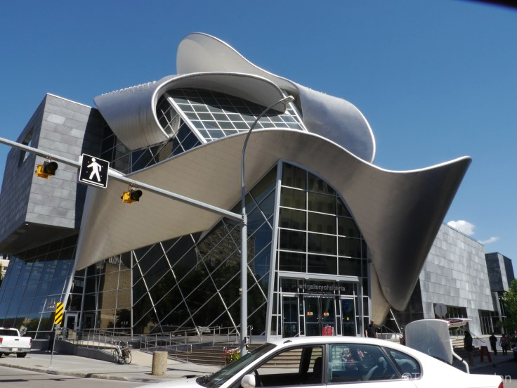 Le bâtiment de la galerie d'art de l'Alberta est vraiment original